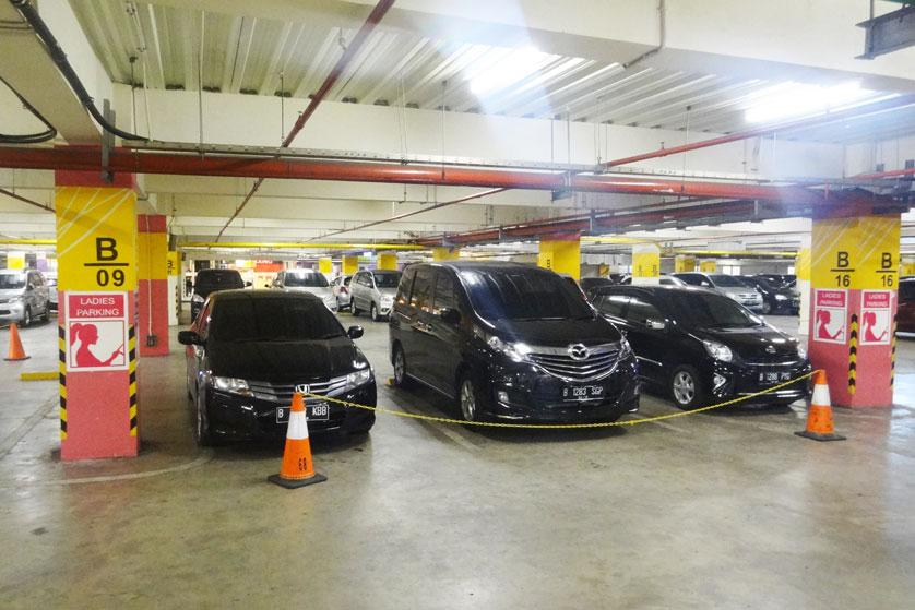 http://images.malkelapagading.com/album/3220//ladies-parking.jpg