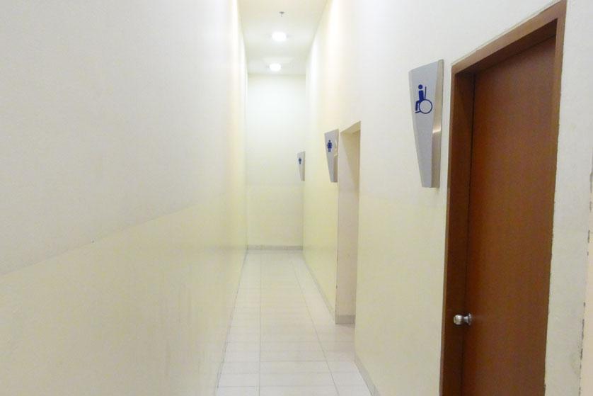 http://images.malkelapagading.com/album/3239//toilet-0.jpg