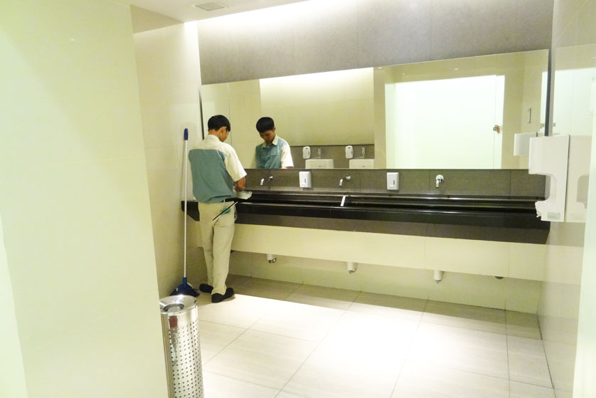 http://images.malkelapagading.com/album/3239//toilet-1.jpg
