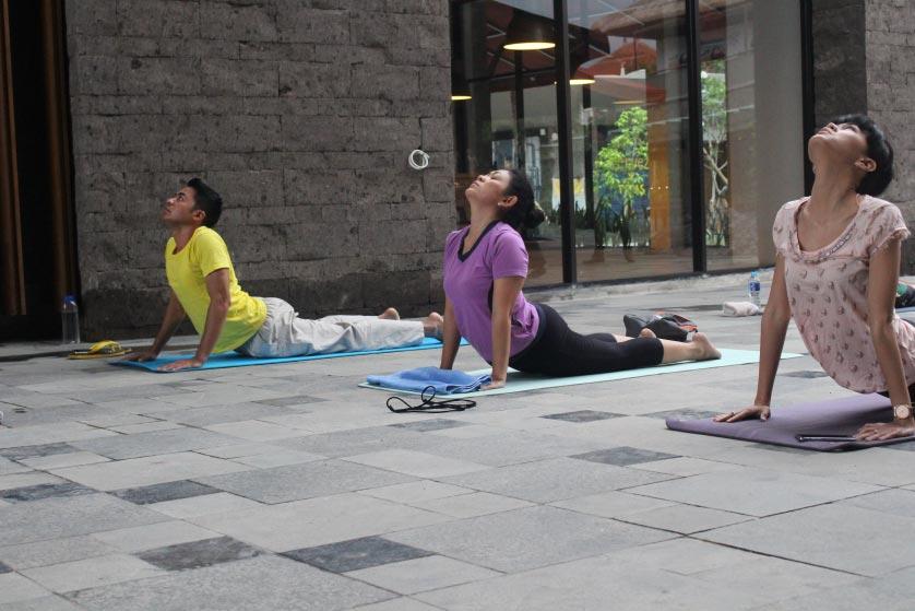 http://images.malkelapagading.com/album/3445//yoga-samasta-4.jpg