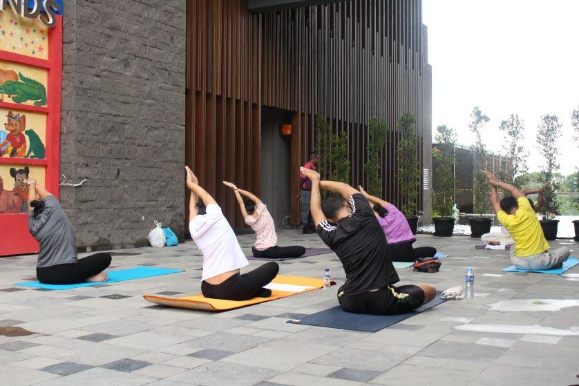 http://images.malkelapagading.com/album/3445//yoga-samasta-6.jpg