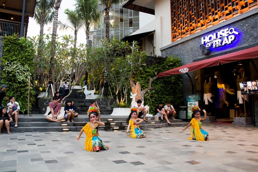 http://images.malkelapagading.com/album/3471//Balinese-Dance-02.jpg