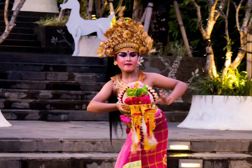 http://images.malkelapagading.com/album/3471//Balinese-Dance-04.jpg