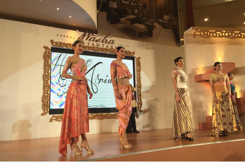 http://images.malkelapagading.com/album/4567/wastra-batik-nusantara-17-03.jpg