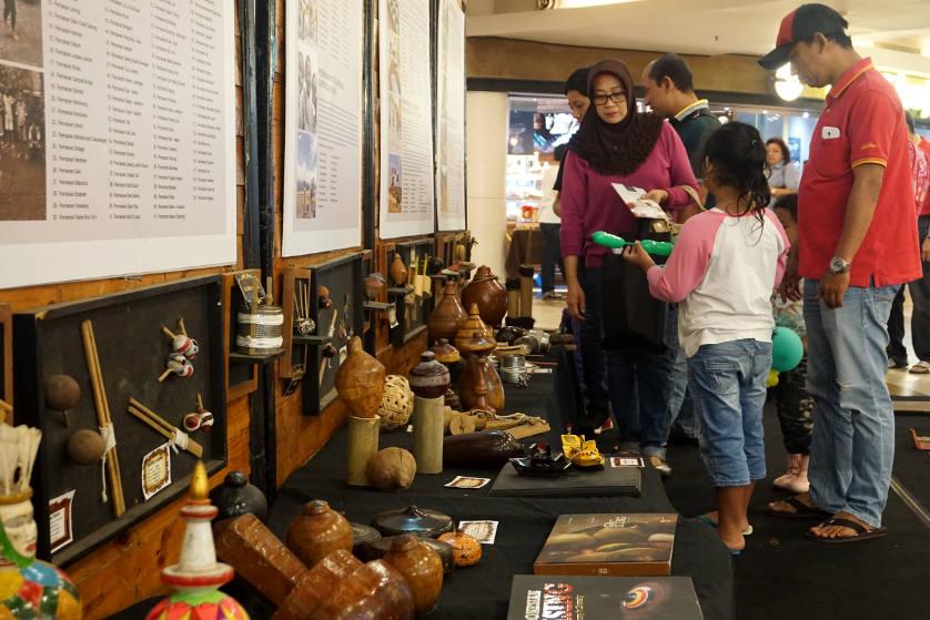 http://images.malkelapagading.com/album/4573/dolanan-pesona-batik-nusantara-03.jpg