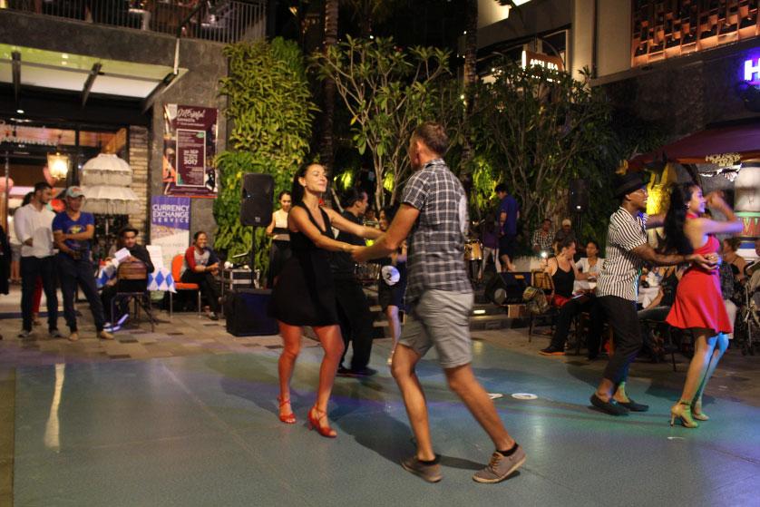 http://images.malkelapagading.com/album/4585//salsadance-oct-3.jpg