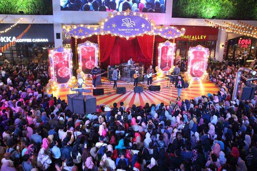 Berbagi Kebahagiaan di Joyful December Comes Together Summarecon Mal Bekasi