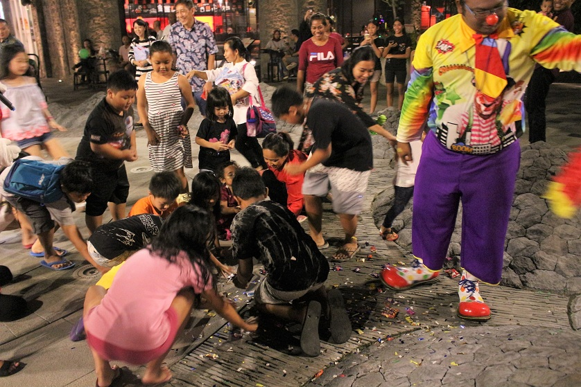 http://images.malkelapagading.com/album/6765//IMG_3366_xmasevent.jpg
