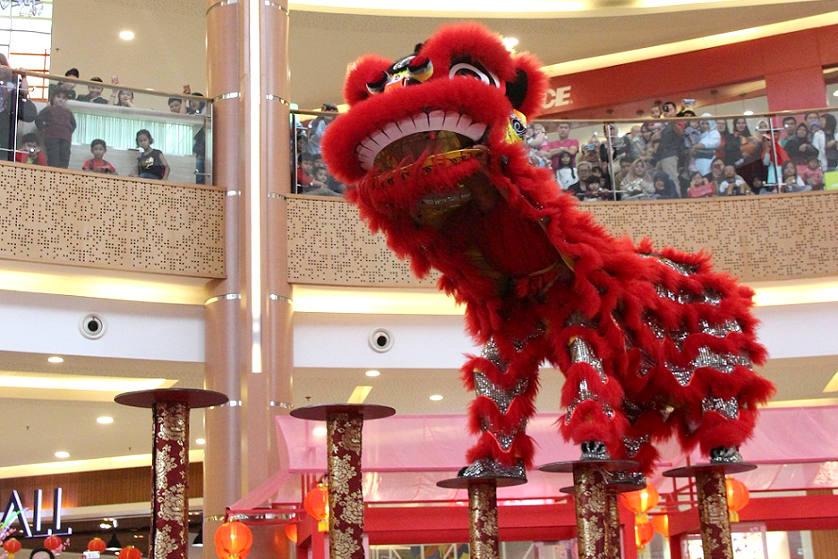 Barongsai Meriahkan Suasana di Summarecon Mall Bekasi