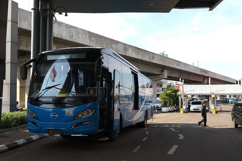 http://images.malkelapagading.com/album/6784//shuttle-bandara-2.JPG