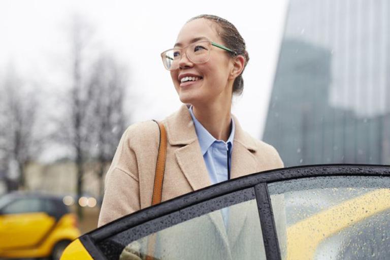 5 Tips Cantik ke Kantor Saat Musim Hujan