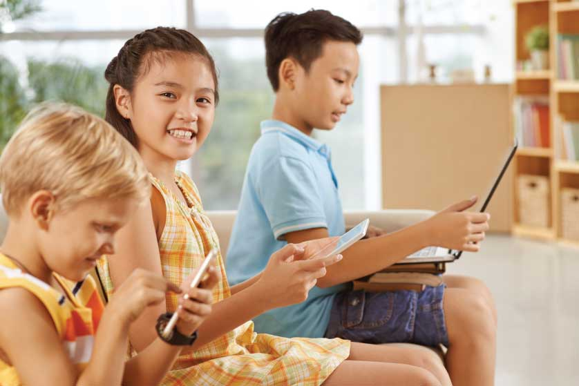 7 Tips Pengasuhan Anak pada Era Digital