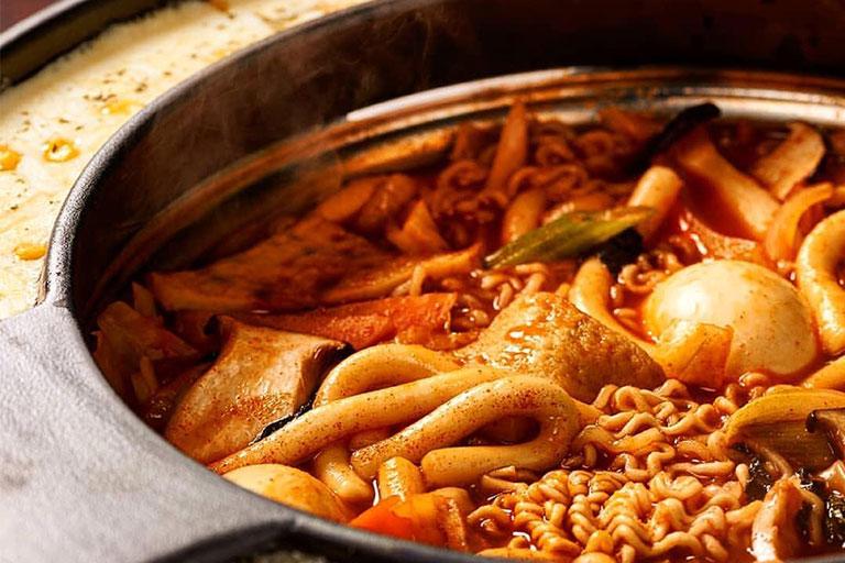 Asyik! Kamu Bisa Nikmati Makanan Khas Korea Sepuasnya Di Resto Ini
