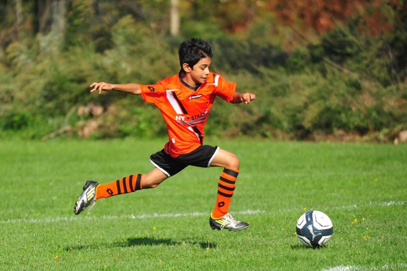 3 Manfaat Bermain Sepak Bola Bagi Si Kecil