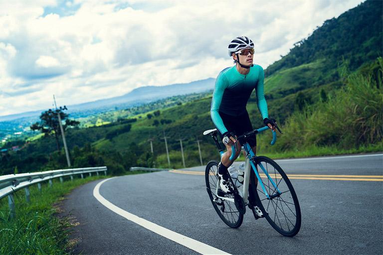 Pakai-kacamata-ketika-bersepeda-perlu-1.jpg
