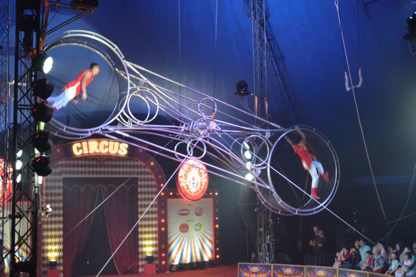 Atraksi Sirkus Mancanegara di Summarecon Mal Kelapa Gading