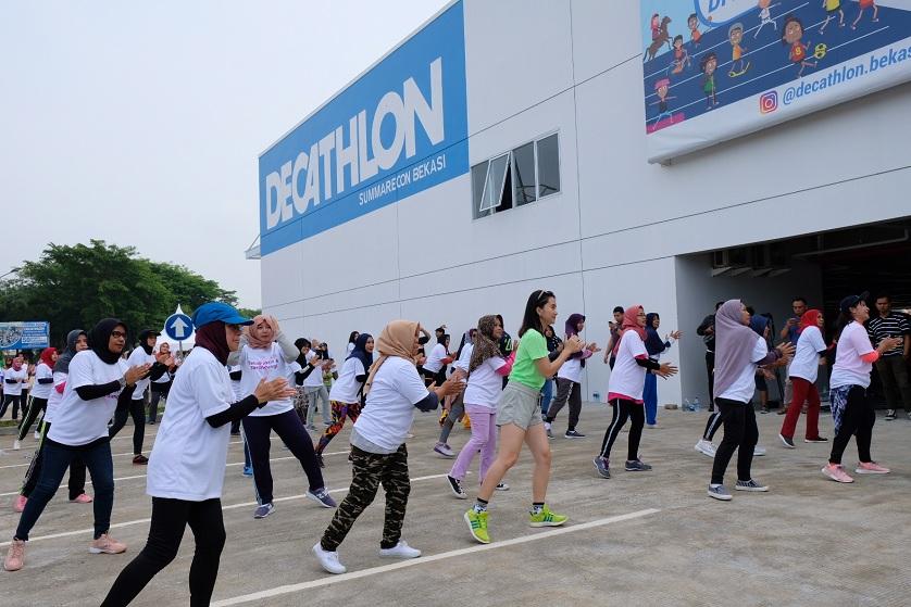 Para Wanita Aktif dan Sehat Di Decathlon Summarecon Bekasi