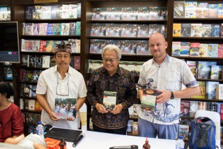 Cultural Discussion on Balinese Heritage at Periplus Bookstore