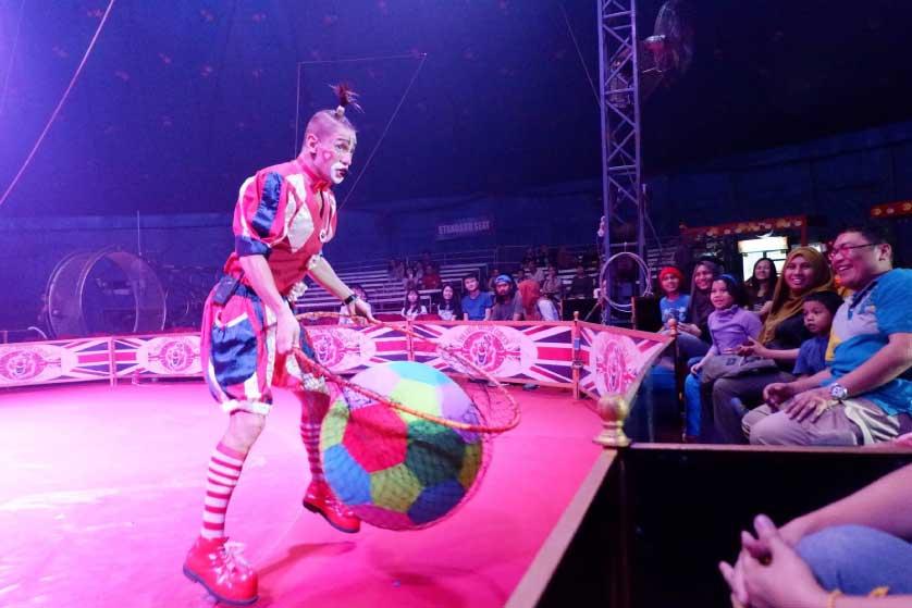 Tips Nyaman Nonton The Great British Circus Bersama Keluarga