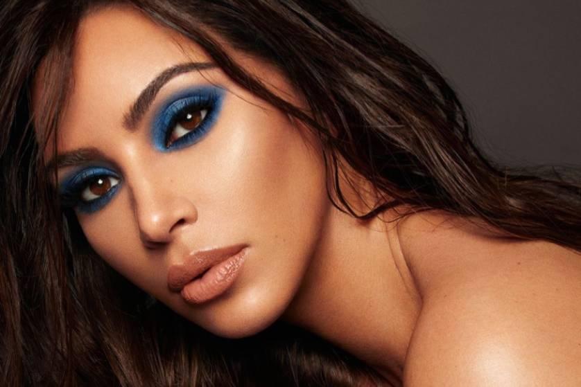 Wajah Cantik Berkelas dengan Riasan Eyeshadow Biru